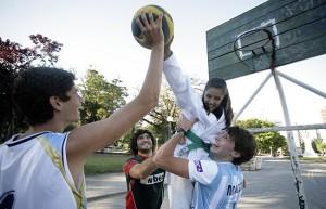 En equipo Macció ayuda a Cinthya Almada a Bloquear