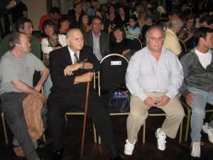 El Maestro 9º Dan Reinaldo Forti y el Mtro. 6º Dan Eduardo Daniel Fernández siguen atentamente la Ceremonia.