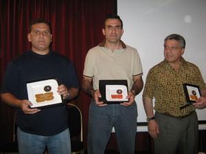 Ganadores del Super Kids por equipos reciben los Profesores Aníbal Janeiro,Alejandro Elissi, y Felipe Oliva.