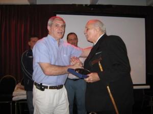El Maestro Reinaldo Forti 9º Dan recibe la distinción Especial.