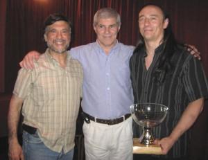 Prof.Jorge Juri, Mtro.Antonio Gallina y Prof. Ariel Alvarez con la Copa del campeonato Metropolitano.