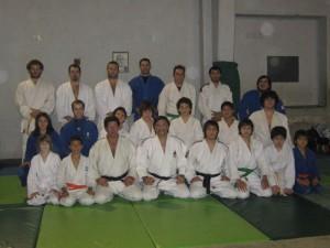 Los profesores Jorge Juri y Eduardo Loza con los Judokas después del entrenamiento.