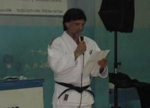 """El Profesor Jorge Juri presenta a los Judokas en la Exhibición """"El Judo como Herramientas Integradora""""."""