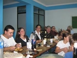 El Instructor Walter Olmos y colaboradores del Dojo.