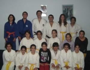 Judokas  participantes del Curso con el Instructor Walter Olmos y el Prof.Jorge Juri.