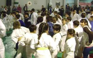 Los judokitas de Escuelita listos para comenzar al Medio Dia.