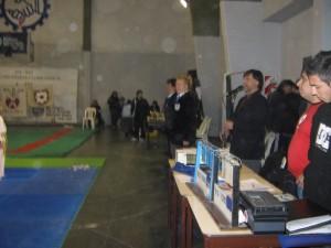 La mesa  y arbitros  previo al inicio de la competencia por la mañana.