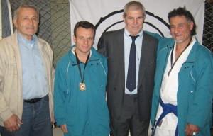 Los Judokas de Chivilcoy(Dojo Hiroshi Wada) Gastón Berques y Carlos Ruscio con los Mtros. A.Elisii y A. Gallina.