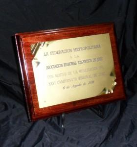 Plaqueta que entregó la Federación Metropolitana de Judo a la Asociación Regional  Atlántica por su 30 Aniversario .