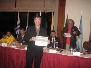 El Mtro. Jorge Juri (Judo) con su distinción de la Revista Tiempo Record.