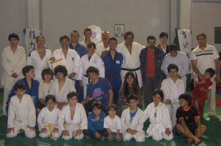 El Mtro.Jorge Juri con los alumnos  de Luz y Fuerza.
