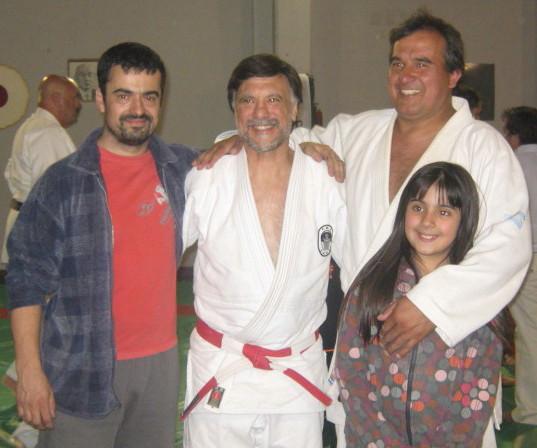 Sus alumnos los Profesores Alejandro Lobos y Claudio Vereb, con ellos Luna Vereb.