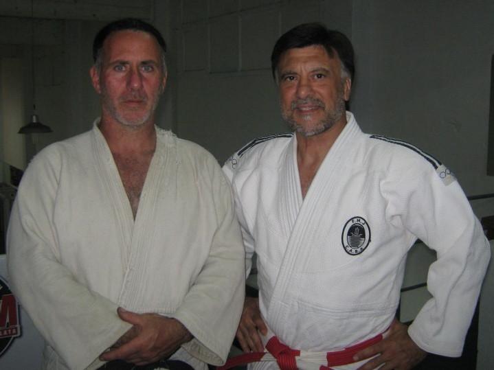 El Profesor titular de Dojo Kingdom Enrique Santoro con el Mtro.Jorge Juri presidente de la ARAJ