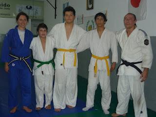 Los tres judokas graduados con los Profesores Ariel Alvarez y Lorena Tonello.