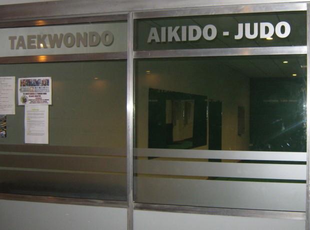 Entrada al Dojo de Judo en Planta Baja.