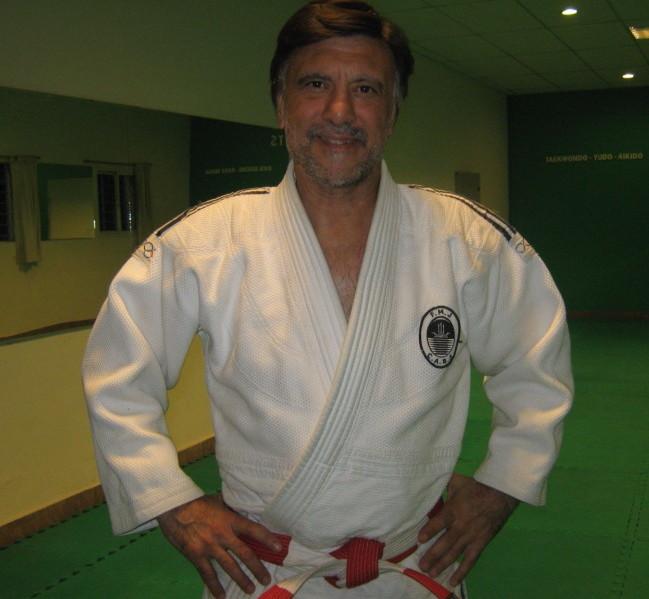 Mtro.Jorge Juri a cargo de la actividad Judo-Club La Avispa Batán-Academias Juri
