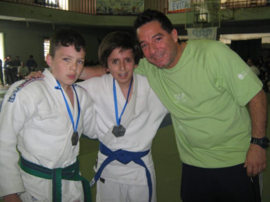 Rafael Petrolo entregó las medallas  a Ignacio Freggiaro (Sta.Fe) y Arturo Mariño Rey  (Corientes)