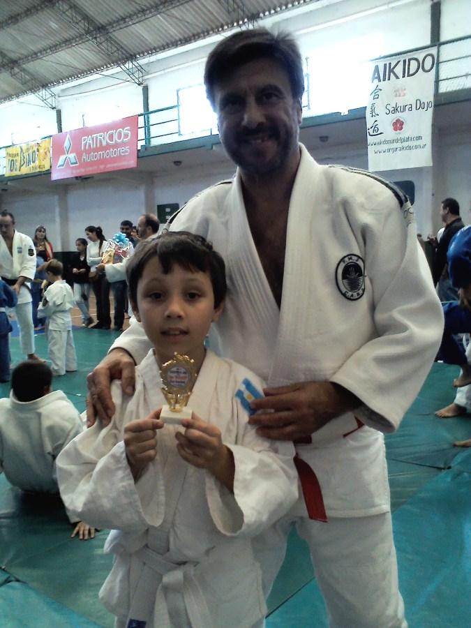Luca Bustos con el  Mtro.Jorge Juri