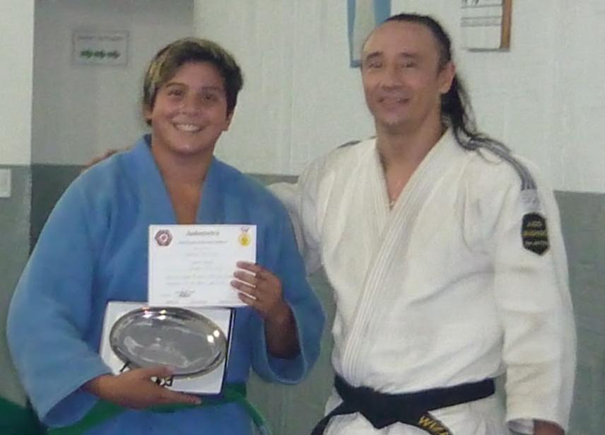 Aldana Martinez recibio la distincion de la Federacion Metropolitana,con ella su profesor Ariel Alvarez.