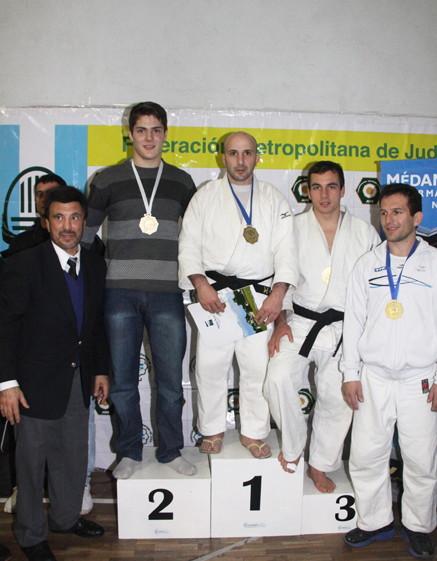 Cat.Senior -73 kg M.Torres de Olazàbal (2º), Juliàn Garcìa (1º), D.Vidal Vieira (3º) y C.Duro (3º)
