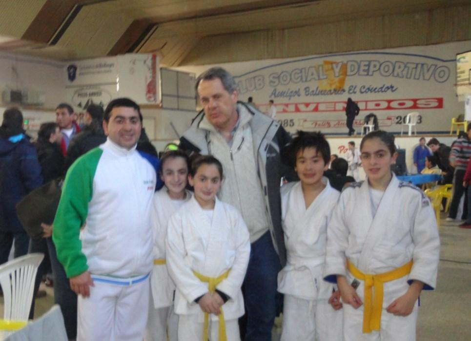 Representantes de la Asociaciòn Regional Atlàntica de Judo- Fed.Metropolitana, Inst.W.Olmos,J.Olmos,Y.Olmos,A.Maeda y E.Olmos en Viedma.