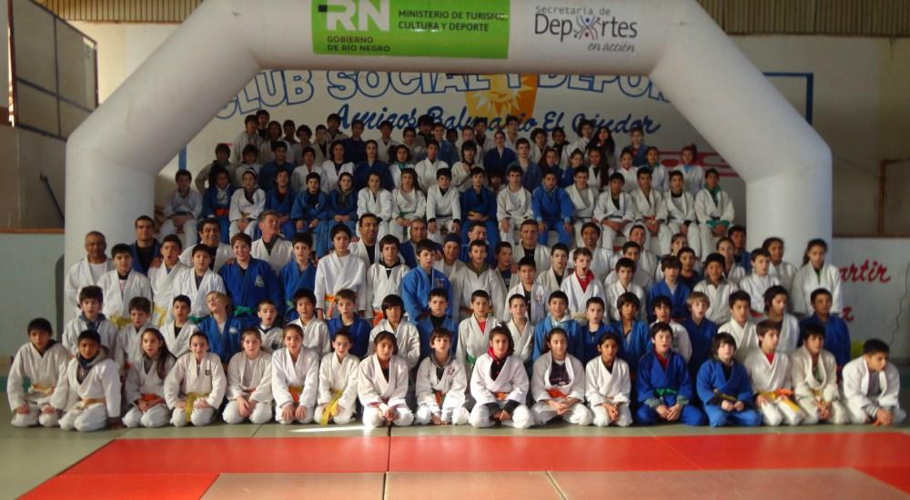 Participantes del Campo Nacional de Entrenamiento con disertantes y entrenadores.