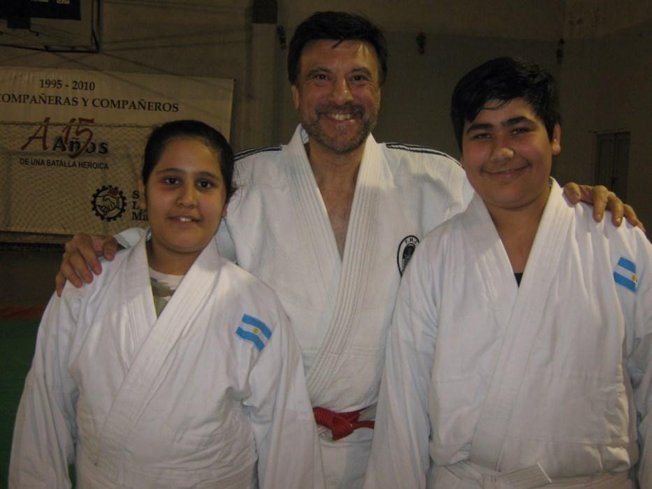 Sahiel y Joel Acquafredda con el Mtro. Jorge Juri.