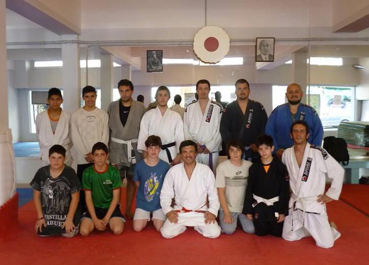 Participantes de la Clase con el disertante Mestro Jorge Juri y los coordinadores Profesores Kevin Juri y Pedro Cambiaso