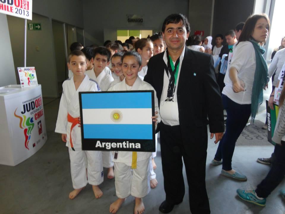 El instructor Walter Olmos con la delegación Argentina.