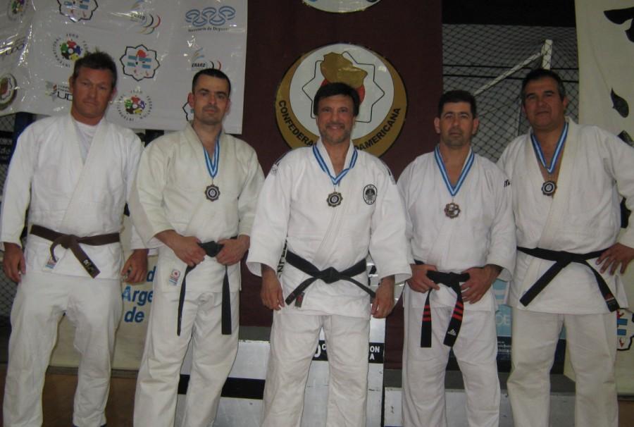 Judokas de Academias Juri-LyF :Claudio Herrera,Alejandro Lobos,Jorge Juri (J.Balc.) ,Daniel Arregui y Claudio Vereb.