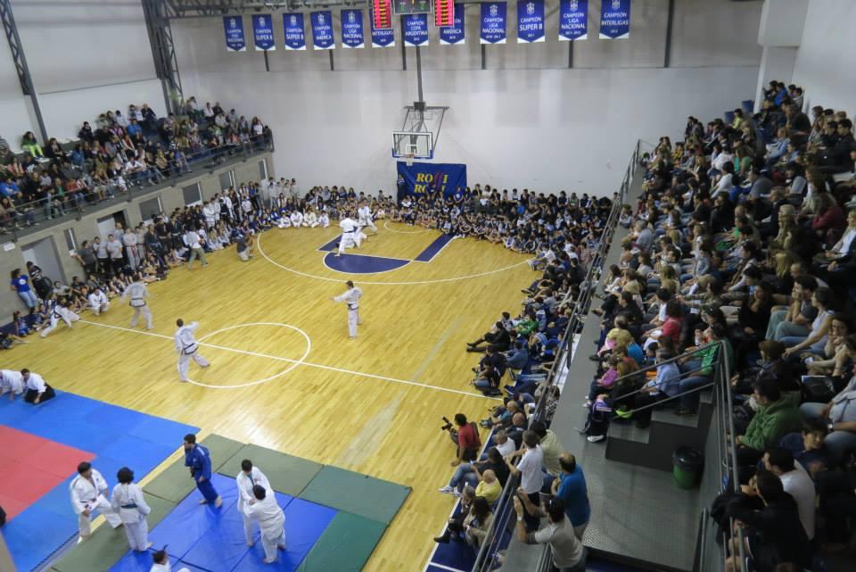 El Gimnasio de Club Atlético Peñarol a pleno durante la exhibición.