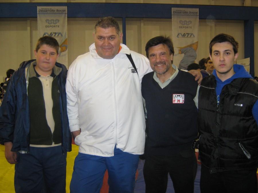 Gabriel Centurión,(Joven promesa de Lucha) , Jorge Centurión (Técnico de San Luis) , Jorge Juri (Presidente de la Asociación Marplatense de Lucha Olímpica) y Kevin Juri.