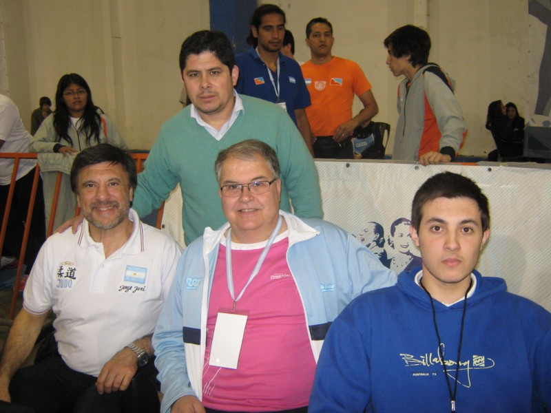 Mtro.Jorge Juri, Lalo Cassinerio, Kevin Juri, De pie : Javier Martín.