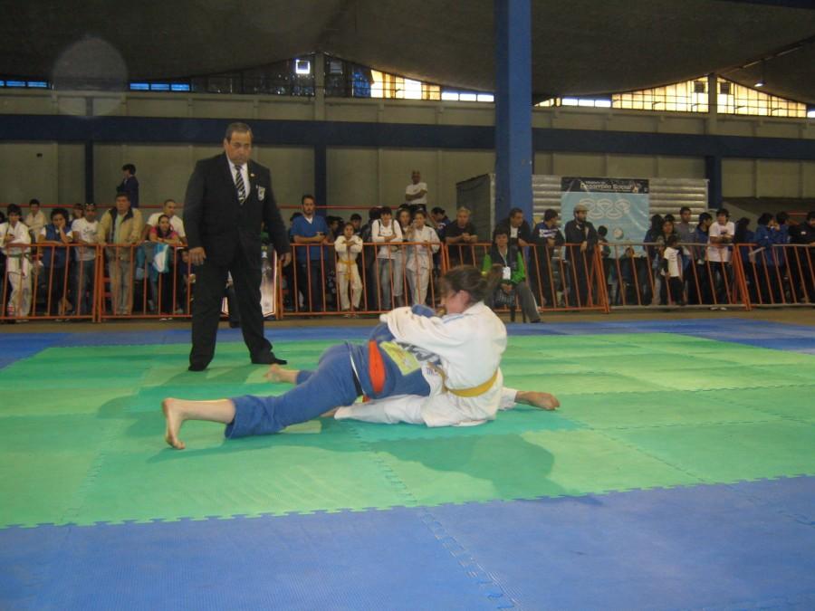 Estrella Olmos (Judogui Blanco) en plena lucha.