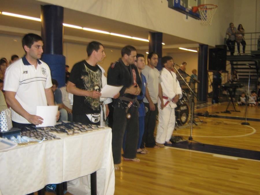 Profesores formados para entregar  distinciones a los destacados del año 2013.