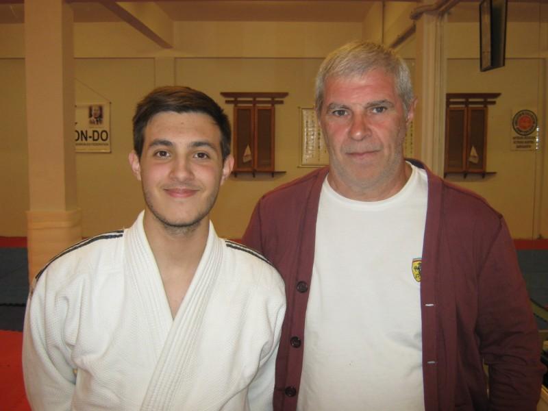 El Prof.Kevin Juri con el Maestro Antonio Gallina en el Dojo de C.A.Peñarol,