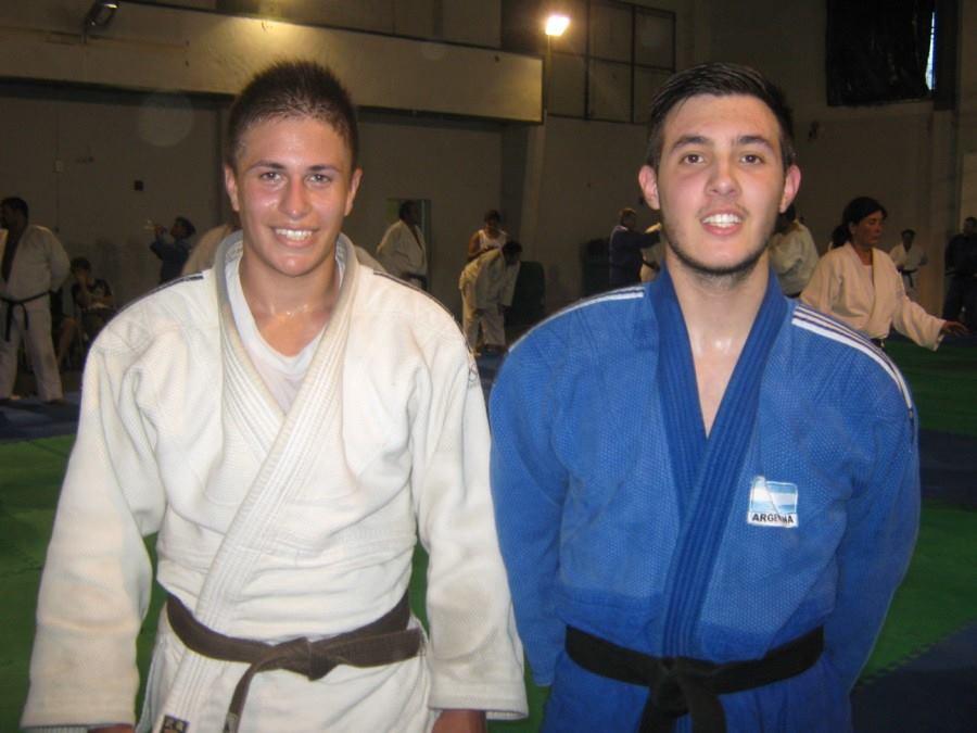 Julian González Suárez y Kevin Juri , jóvenes Judokas que colaboraron con los Master (Veteranos)