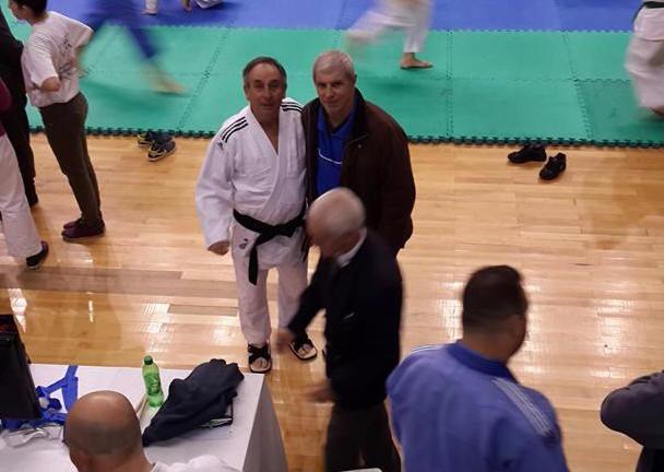 Instantánea desde la tribuna durante la competencia Alonso Navarta de Chubut con el Presidente de la Federación Metropolitana Mtro. Antonio Gallina.
