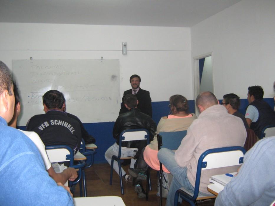 El Maestro Jorge Juri en Plena clase.