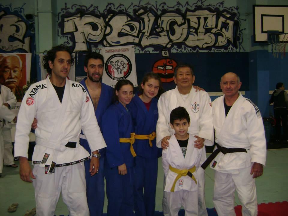 Judokas de Pueblo Nuevo-Olavarría(ARAJ/METRO) con el Mtro.Kikuchi.