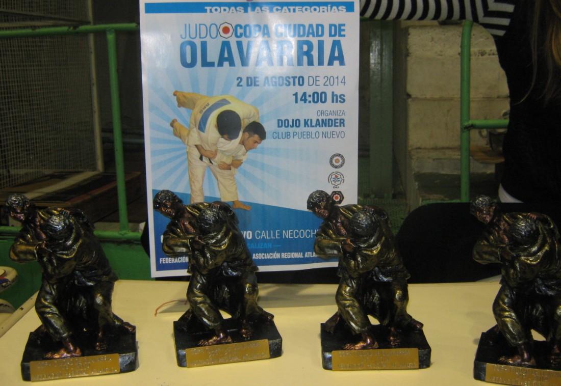 Estatuillas para las Instituciones 1º, 2º y 3eros.