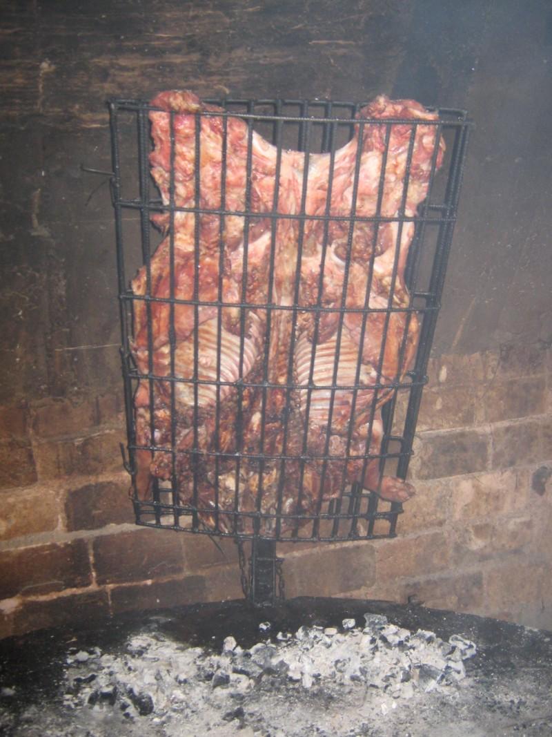 Quincho de Club Pueblo Nuevo ,preparándo el asado.