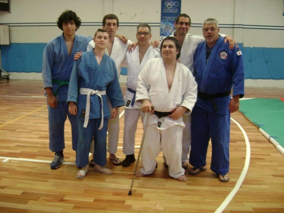 Judokas de Dojo Nambukan de Tres Arroyos con los Profesores M.Torraca y O. Chedrese.