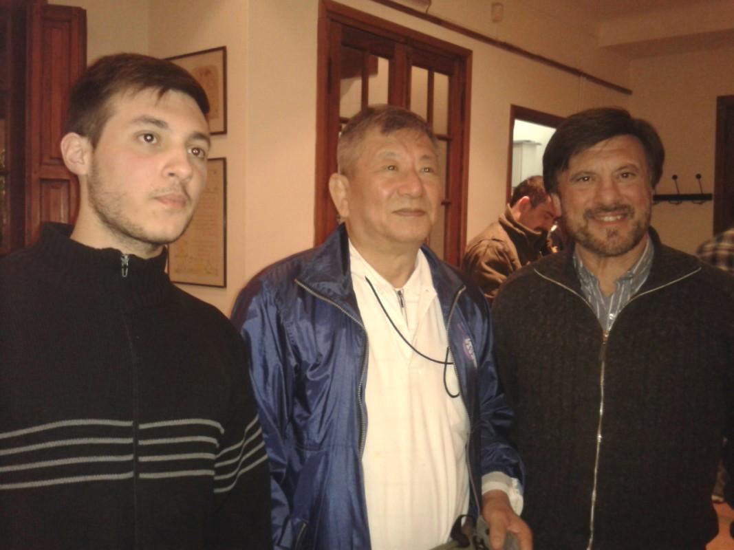 Los coordinadores del Curso Kevin Juri  y Jorge Juri con el Mtro .Masatoshi Kikuchi.