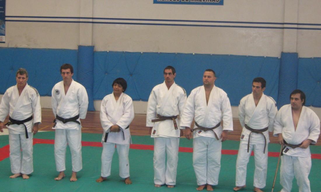 Judokas para el exámen de Graduación  Dan. Con ellos  quienes colaboraron como Uke Profesores Rubén Chiodi y Osvaldo Chedrese.