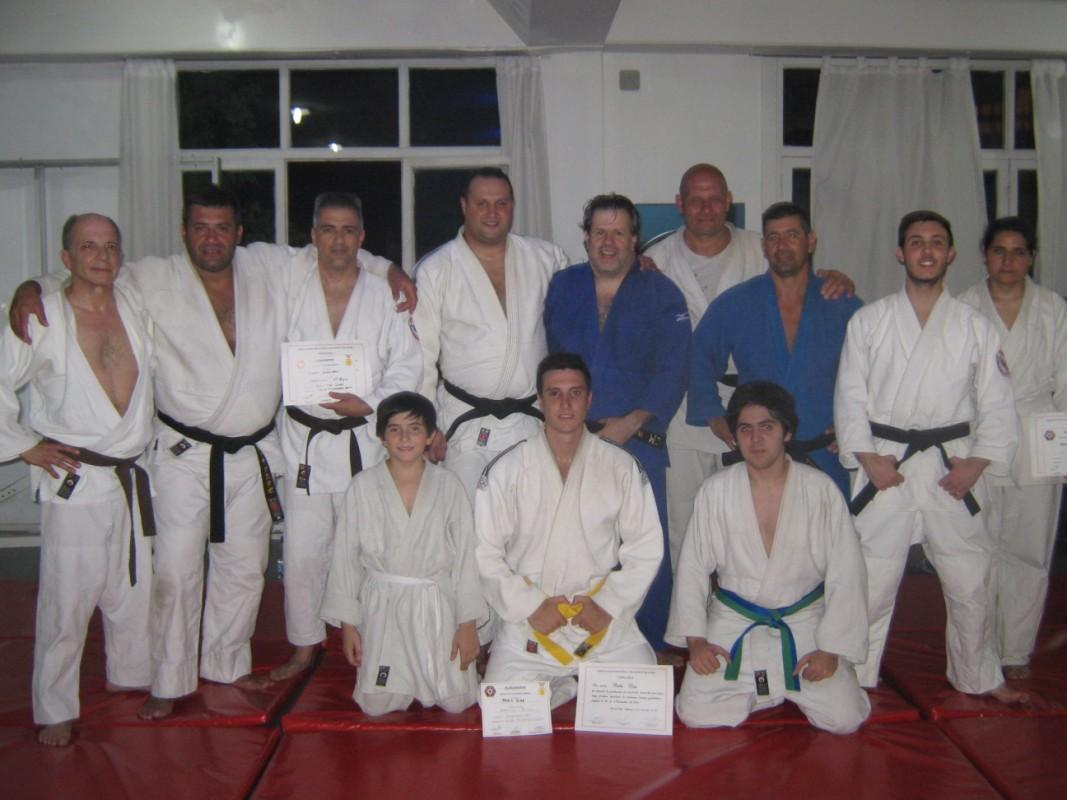 Judokas de Academias Juri/ Multiespacio D.Amburi de Club Peñarol con los visitantes.