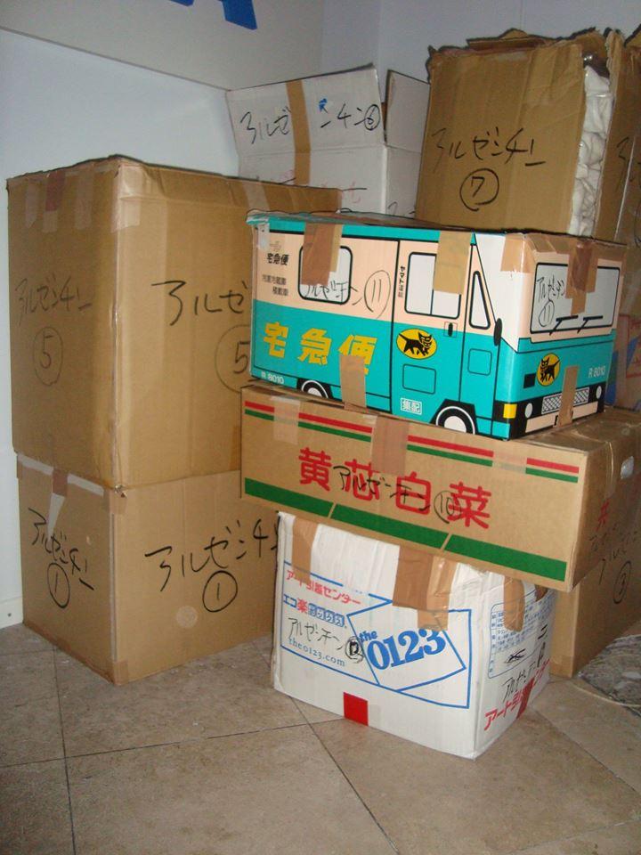 Cajas conteniendo los Judoguis enviados por la Fundaciòn Y.Yamashita.