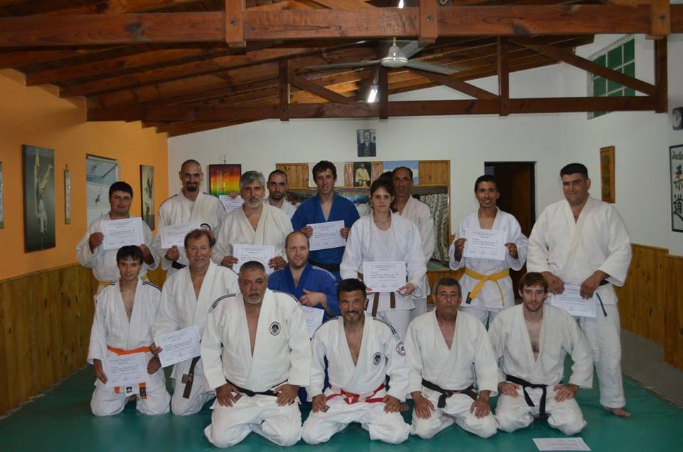 Judokas de la Delegación Tres Arroyos de la Asociación Regional Atlántica de Judo con sus Diplomas del Curso Regional ARAJ 2015.