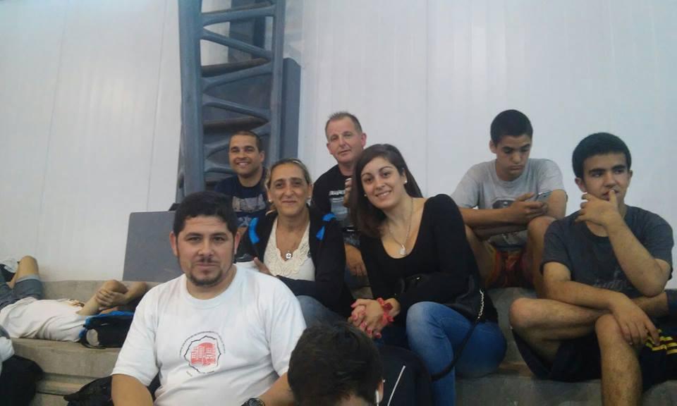 Profesores Javier Martin y Leonardo Etchechury con grupo de padres de Dojo Takeshi.