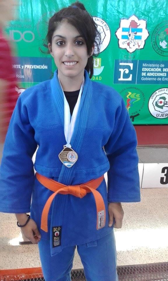 Mely Conde Medalla de Plata.